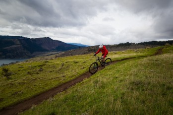 Syncline trails